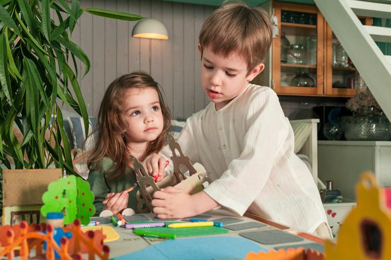 ochisoru moodboard, design moodboard pentru copii, jucarii cu design local pentru copii, jucarii interactive de design, jucarii din materiale naturale made in ro